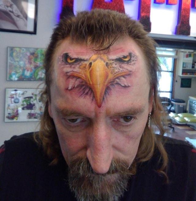 тату орел на лбу
