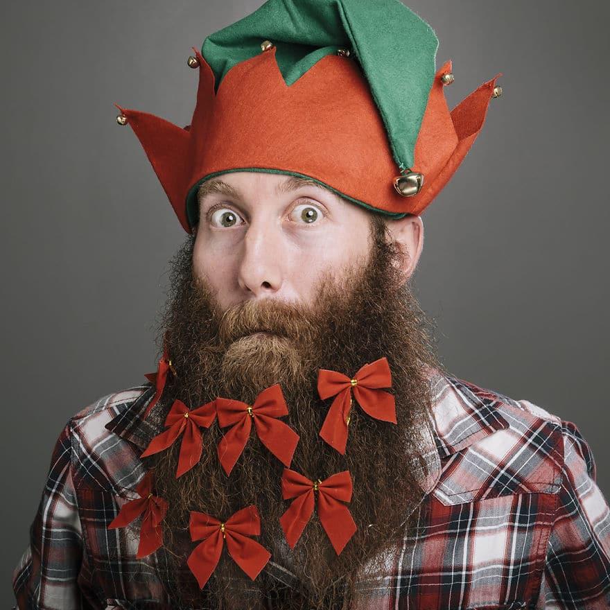 бородатый парень с бантиками