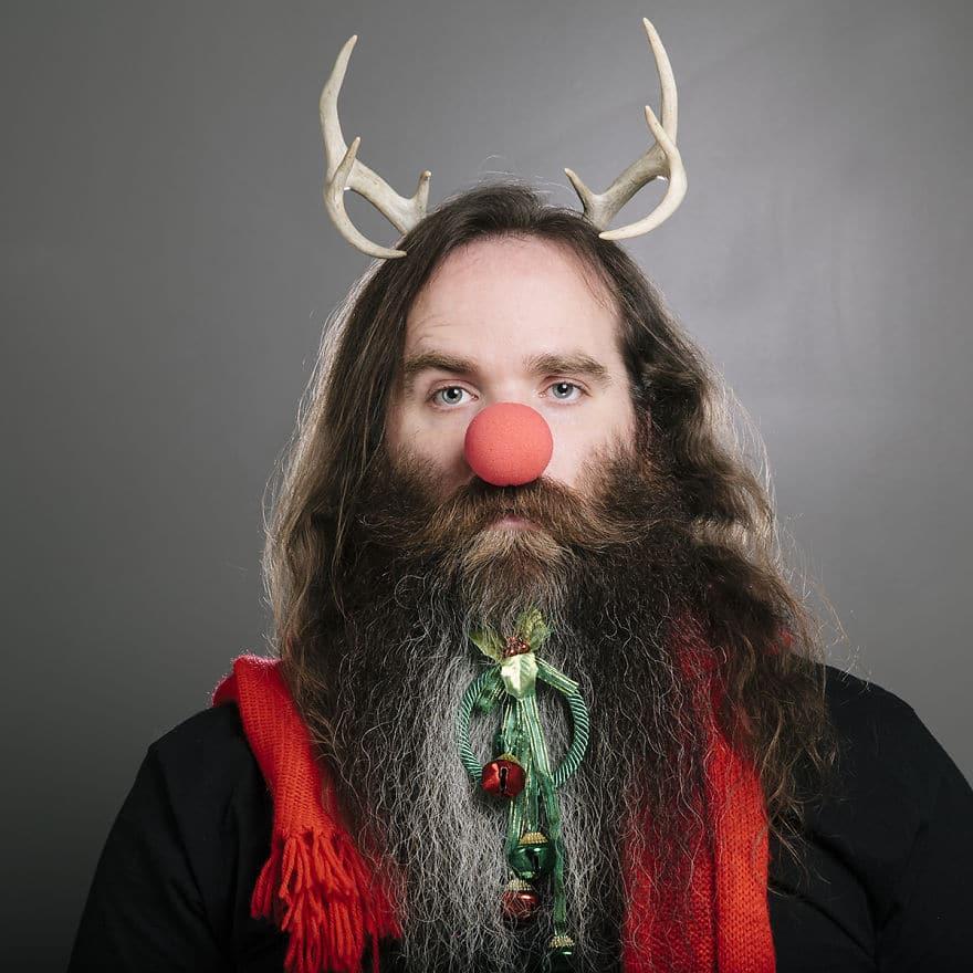 бородатый мужчина с рогами