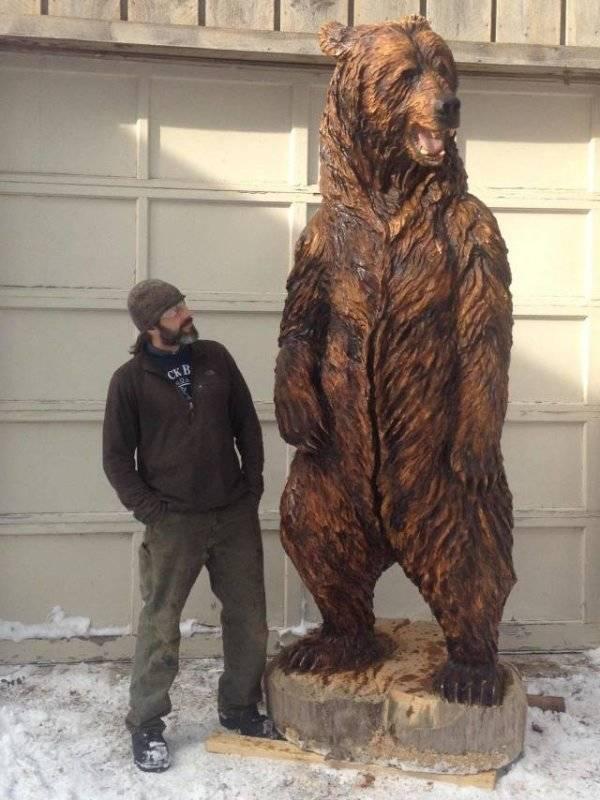 медведь из дерева