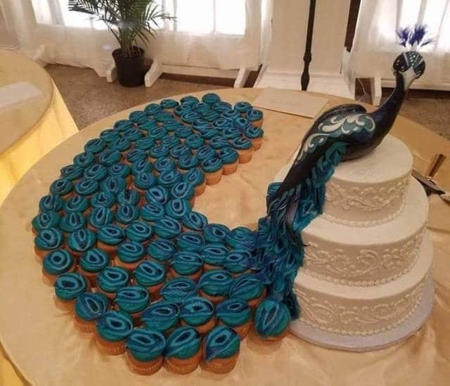 свадебный торт в форме павлина