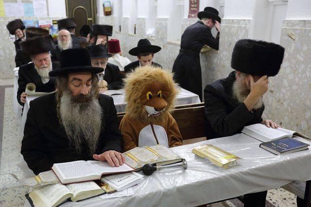 евреи за столом