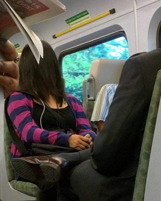 женщина в транспорте