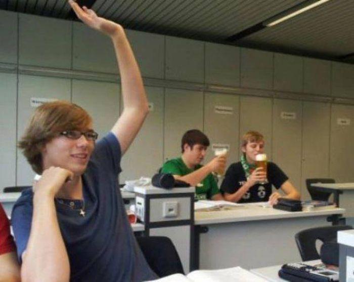 студенты пьют пиво
