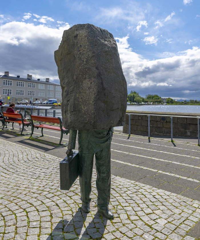 памятник неизвестному бюрократу