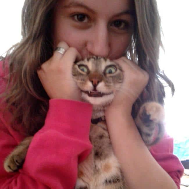 девушка с котом на руках