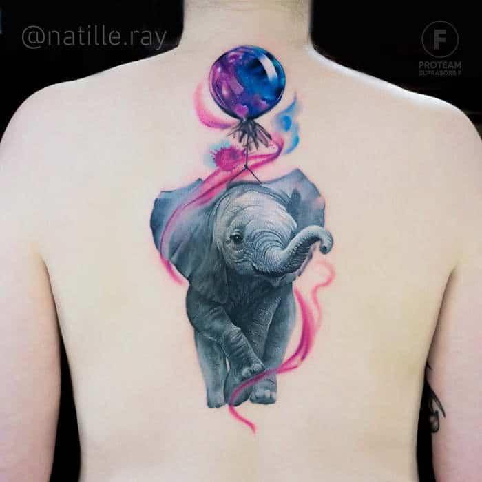 тату слона с воздушным шариком на спине