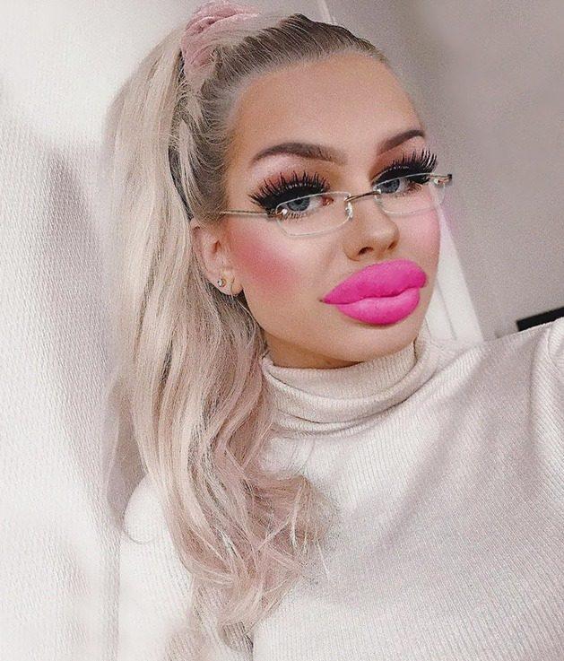 Русская модель с большими губами, голые девушки города ижевска