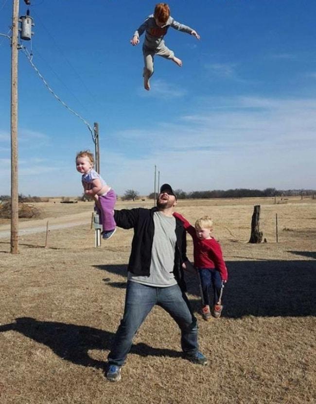 подкидывать детей