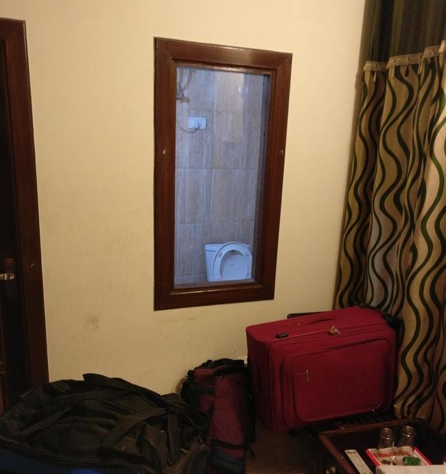 окно в туалет
