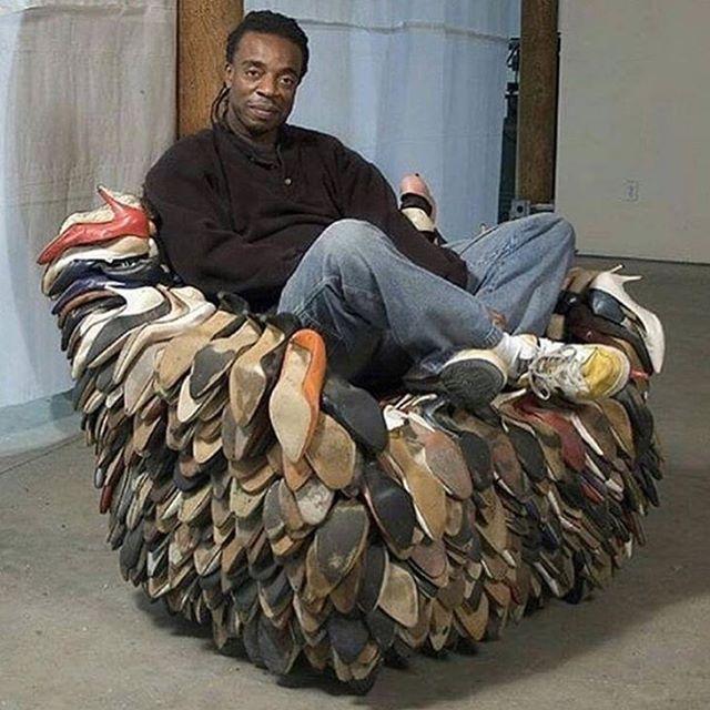 Кресло из обуви