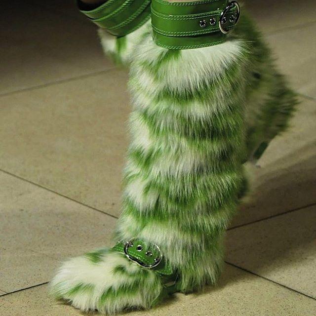 Носки из бело-зеленого меха