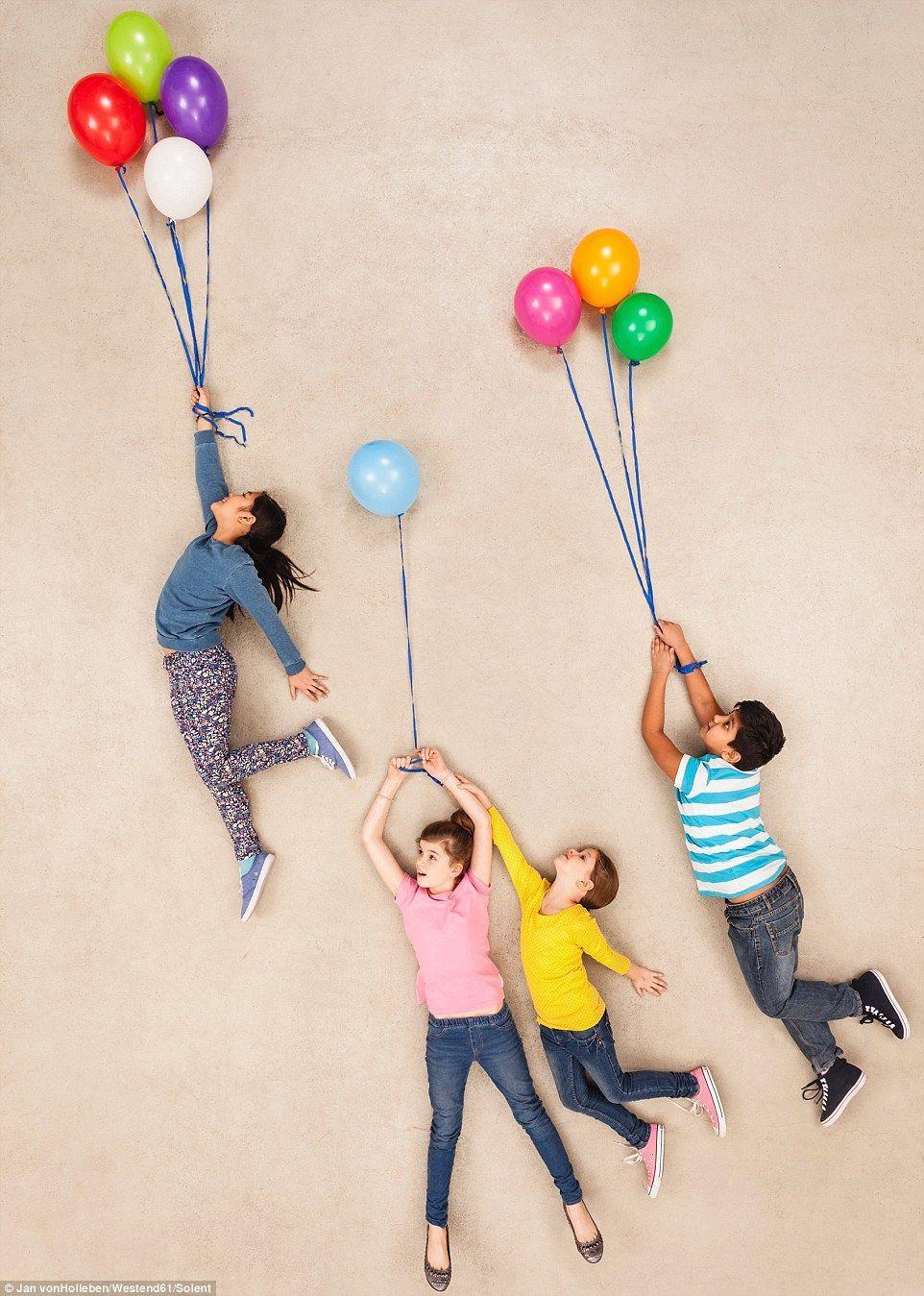 дети на воздушных шариках