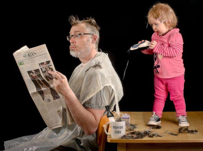 Девочка стрижет отца