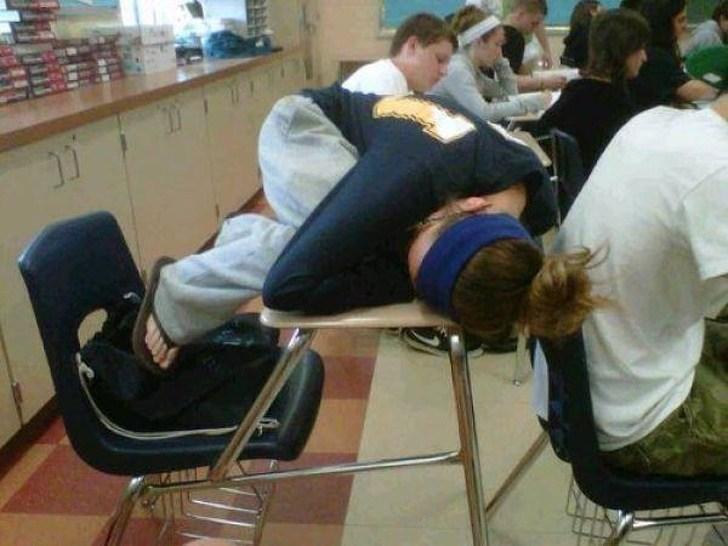 девушка спит на парах