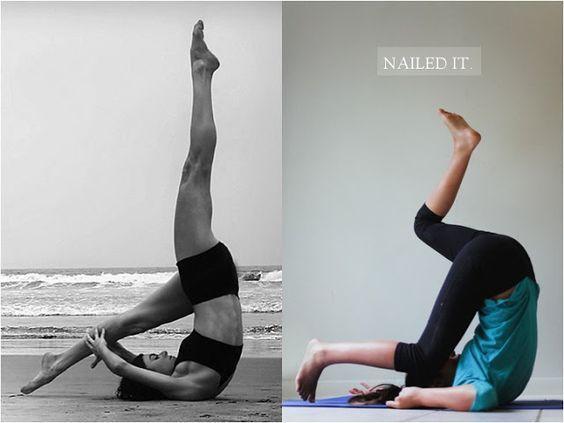 девушка в позе из йоги на берегу моря