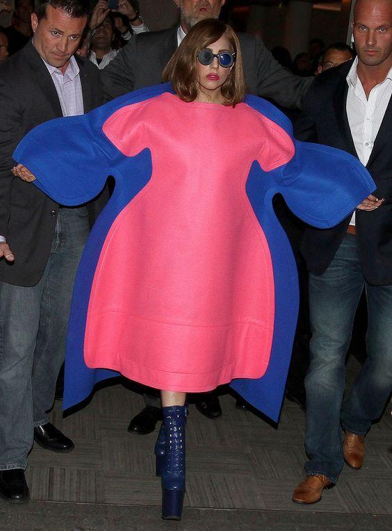 леди гага в объемном платье