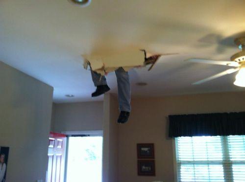 ноги в потолке