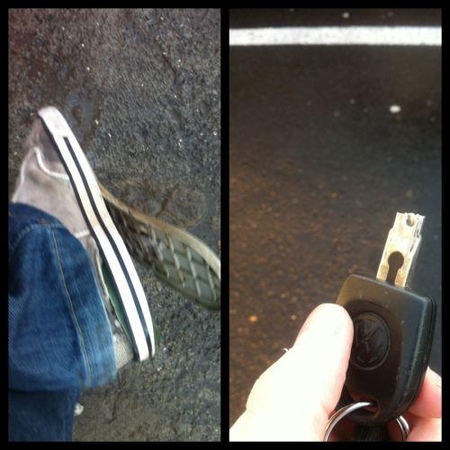 порванный кед и сломанный ключ