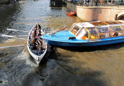 пароход врезался в лодку