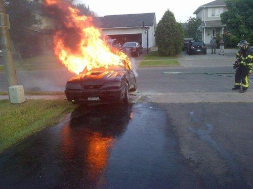 машина в огне
