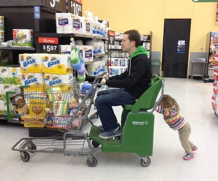папа в супермаркете