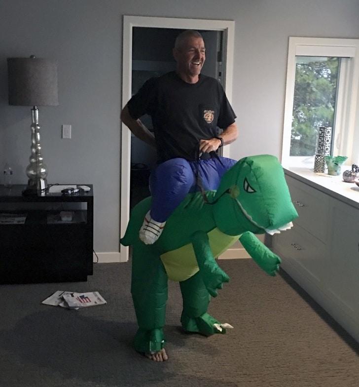 папа и динозавр
