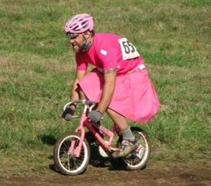 папа в розовом наряде