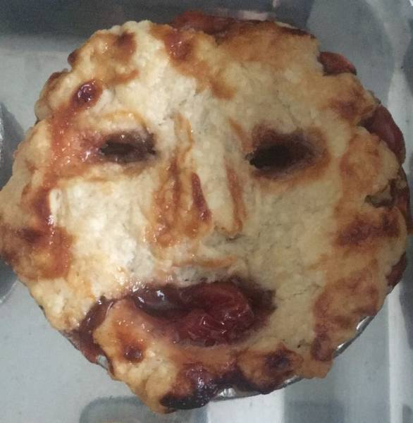 пирог с лицом