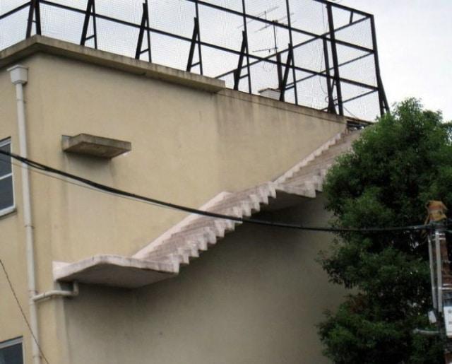 дом и лестница