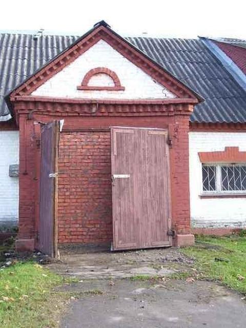 замурованная дверь