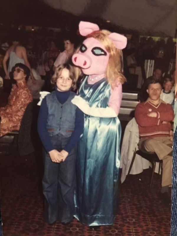 девушка в костюме свиньи