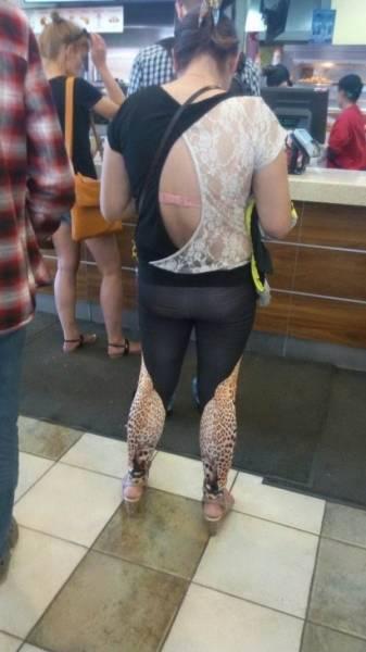 Женщина в странной одежде