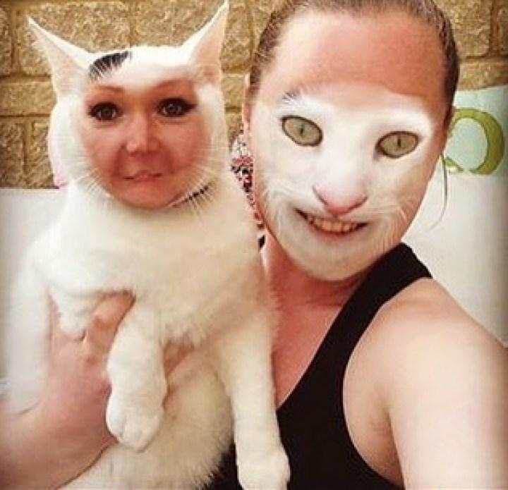 девушка с белым котом на руках