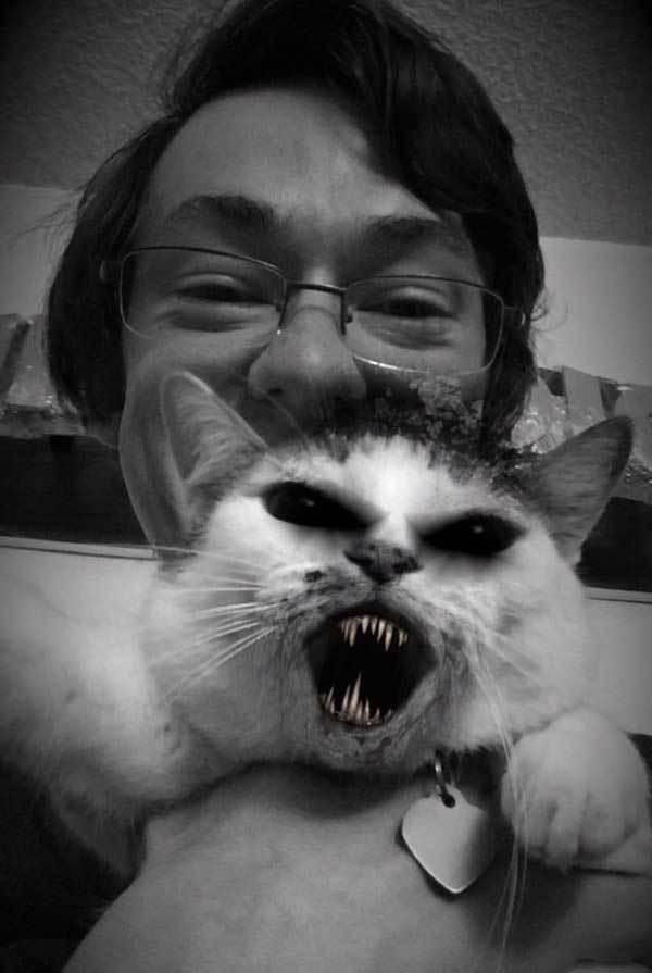 парень с котом на руках