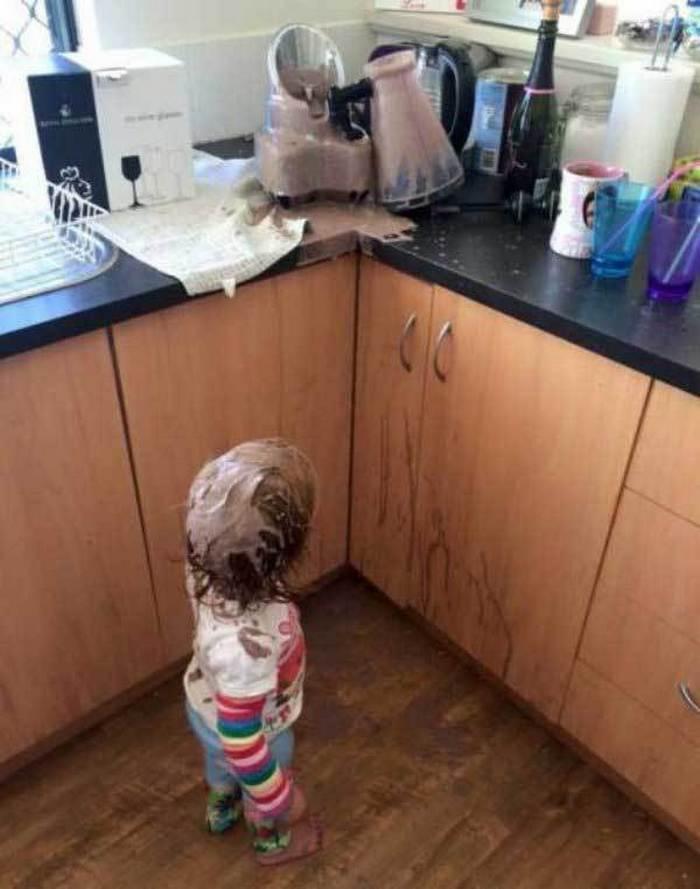 ребенок вымазался в еде