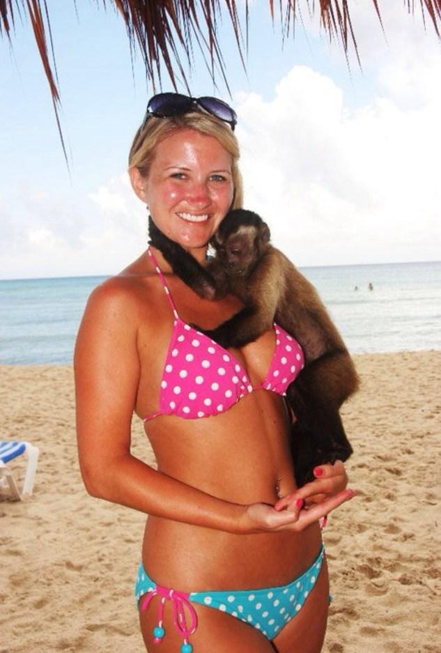 девушка и обезьянка
