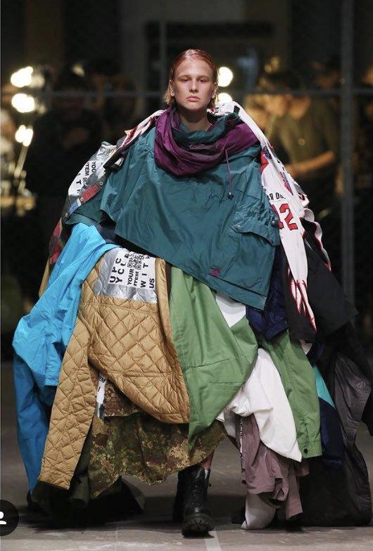 парень под слоем одежды