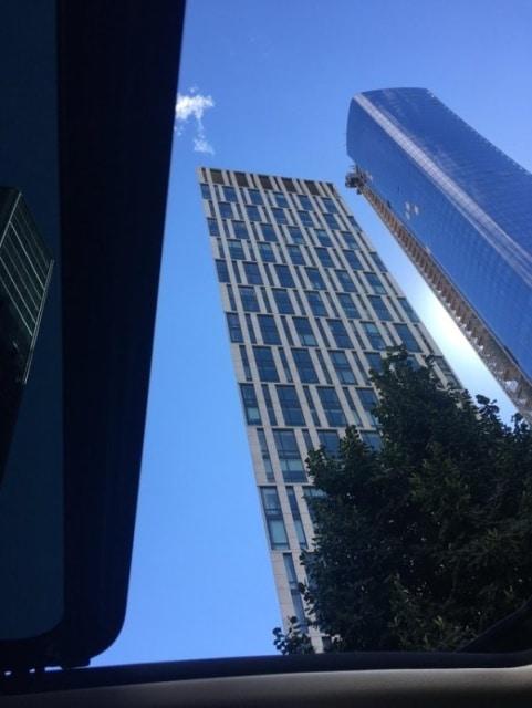 странное здание