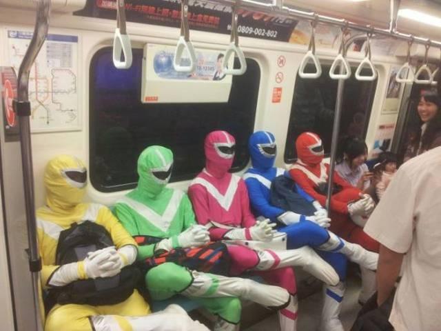 люди в костюмах