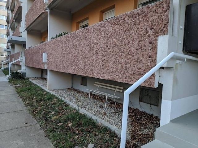 скамейка возле дома