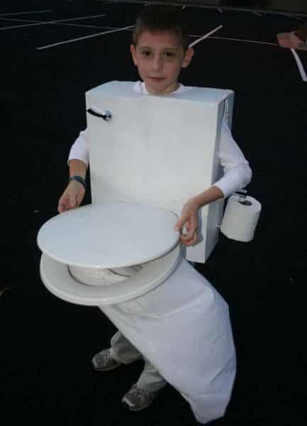 мальчик в костюме унитаза