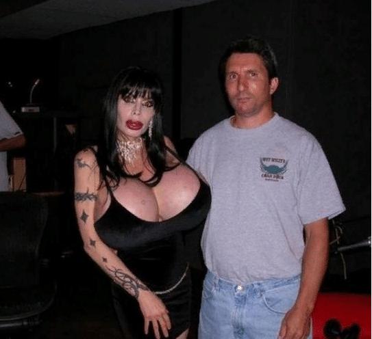 женщина с огромной грудью