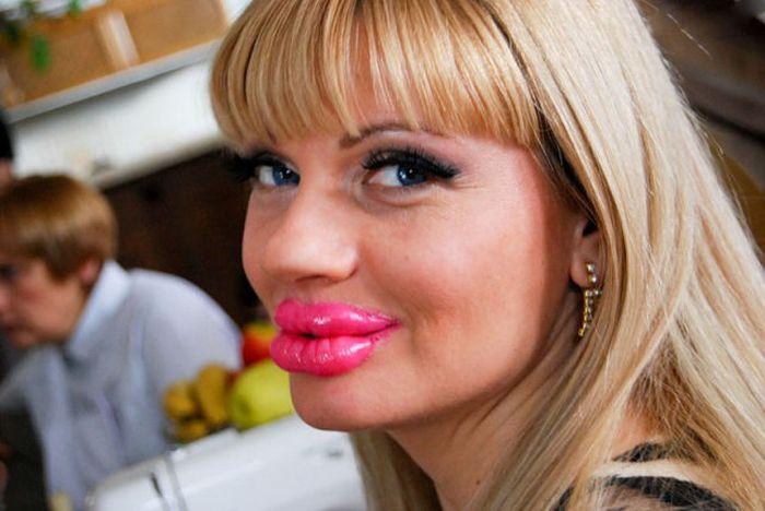 женщина с огромными губами рис 2