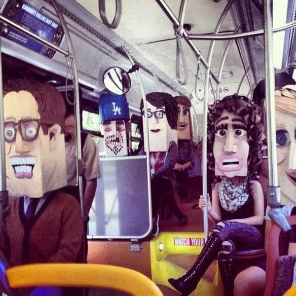 люди с масками на головах