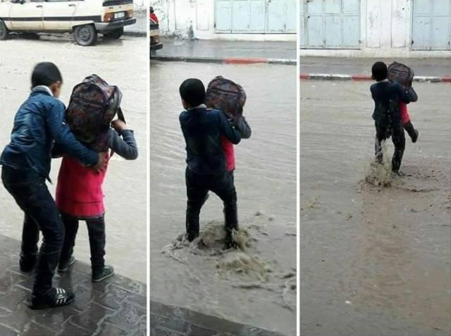 мальчик спас девочку от лужи