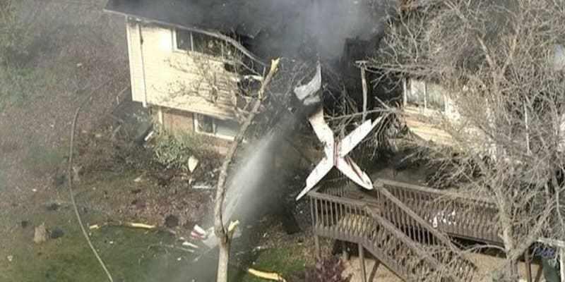 самолет упал на жилой дом