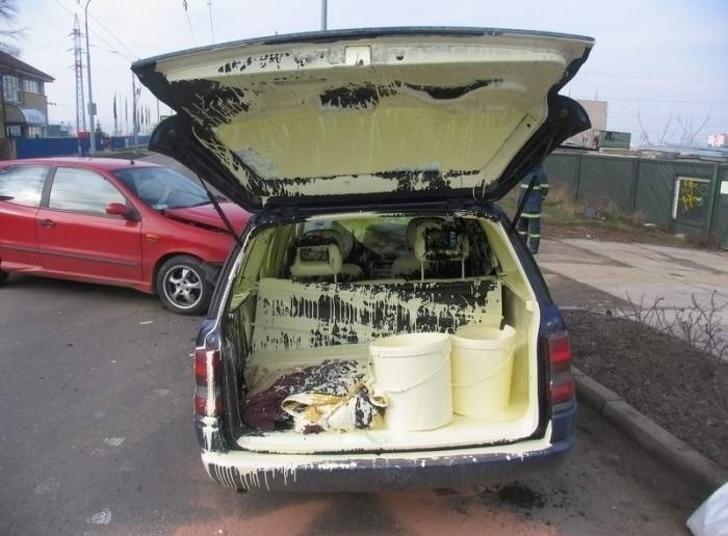 краска разлилась в авто
