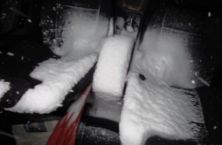 снег в салоне авто