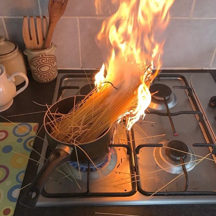 лапша сгорела